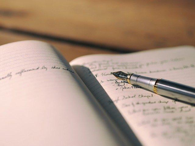 stylo plume et cahier